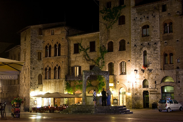 San Gimignano at night. Photo in Creative Commons License by Marco Varisco (www.flickr.com)