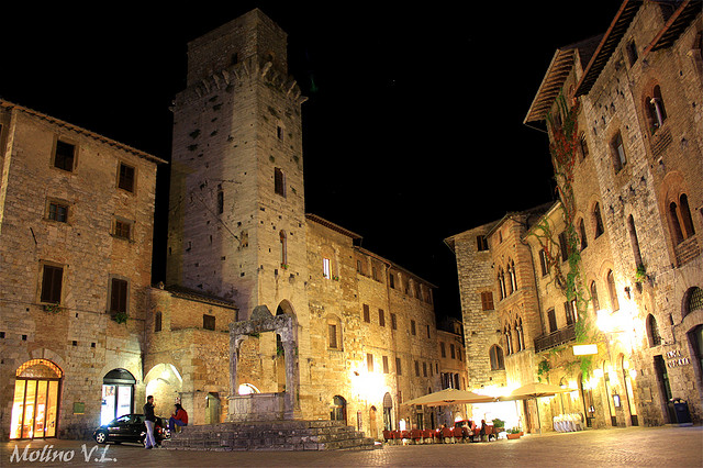 San Gimignano at night. Photo in Creative Commons License by Vincent Luigi Molino (www.flickr.com)