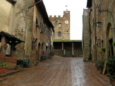 Certaldo, Romantic itineraries for your honeymoon between Siena and Florence