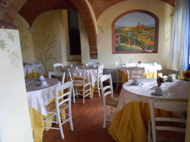 Romantic Breakfast at Farmhouse Taverna di Bibbiano Tuscany Siena San Gimignano: Handmake cakes and flowers for our beloved guests!