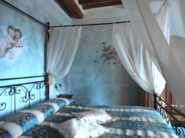 Romantic Holidays in Tuscany in Suite Fiordalisi in Farmhouse Taverna di Bibbiano