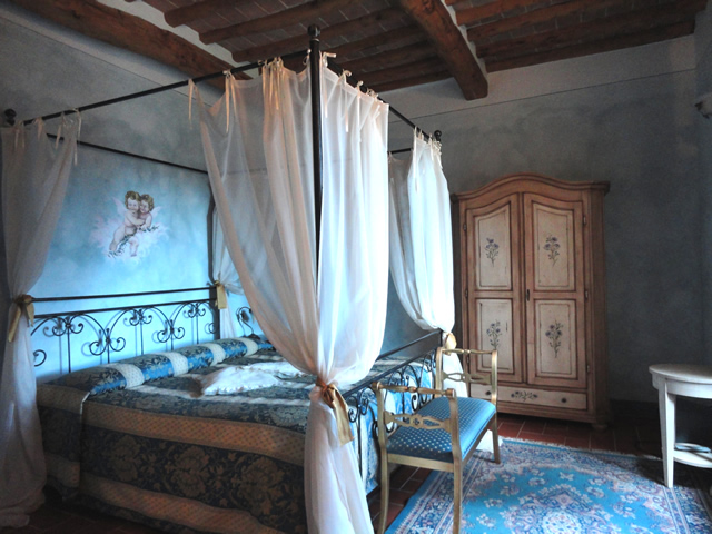 Romantic Holidays in Suite Fiordalisi in Farmhouse Taverna di Bibbiano in San Gimignano Siena Tuscany