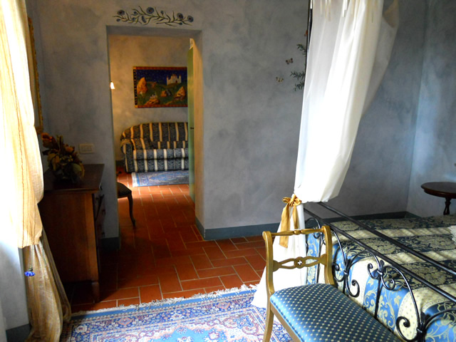 Romantic Weekends in Suite Fiordalisi in Farmhouse Taverna di Bibbiano in San Gimignano Siena Tuscany