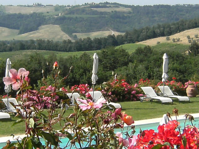 For Valentine's Day give your partner a romantic gateway in the romantic farmhouse Taverna di Bibbiano in San Gimignano