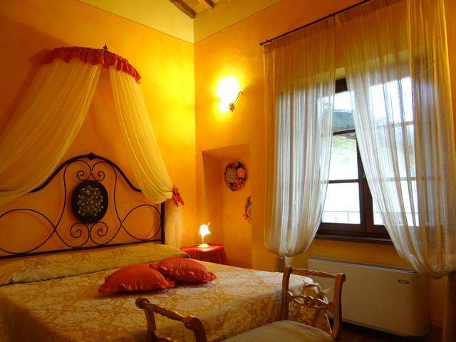 Book your holiday in Tuscany in Room Le Ginestre in Romantic Farmhouse Taverna di Bibbiano San Gimignano Siena