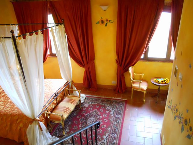 Book your Romantic Holiday in Tuscany in Romantic Junior Suite Girasoli in Taverna di Bibbiano San Gimignano Siena