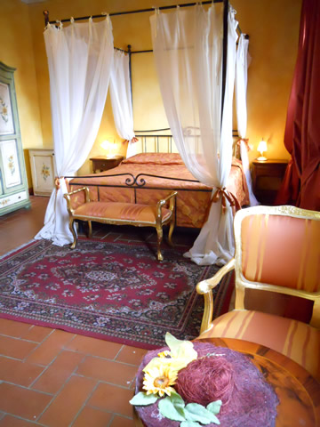 Romantic Junior Suite Girasoli with splendid view on San Gimignano, Farmhouse Taverna di Bibbiano San Gimignano Siena