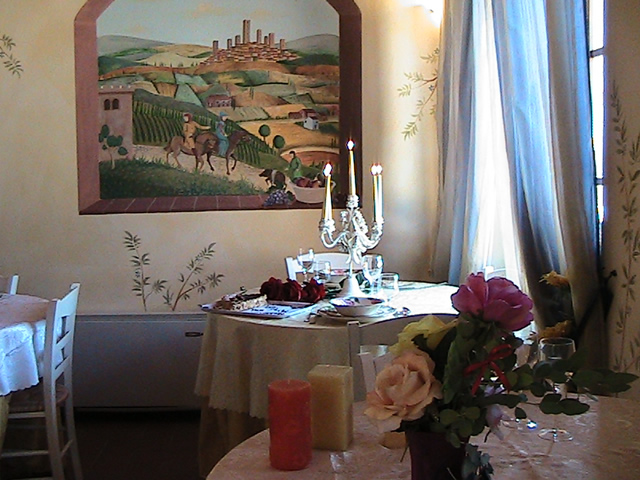 Flowers, a beautiful day in swimming pool, breathtaking panorama and in the evening a romantic dinner in the medieval town of San Gimignano