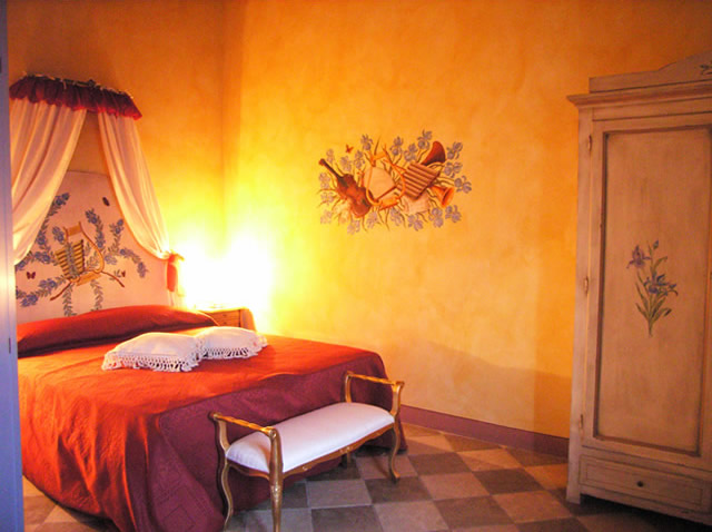 Room Iris, Romantic Holiday and beautiful view in Tuscany San Gimignano