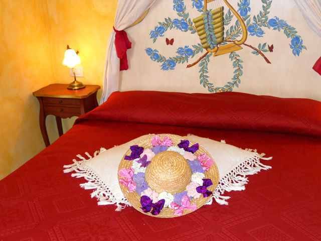 Room Iris, Romantic Holidays in Tuscany by Taverna di Bibbiano