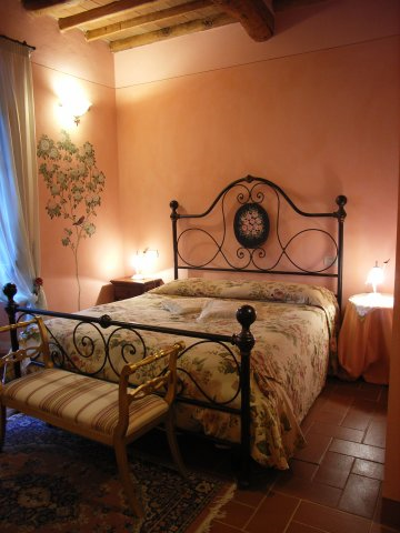 Spend a Romantic Weekend in Tuscany in Suite Le Rose by Taverna di Bibbiano