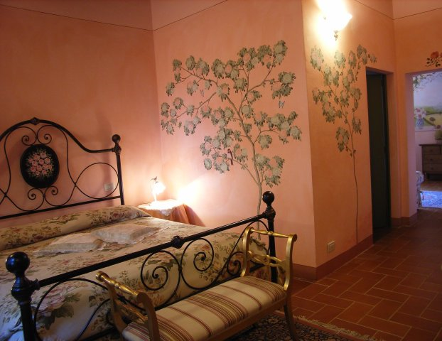 Book your romantic Honeymoon in Tuscany in Suite Le Rose by Taverna di Bibbiano